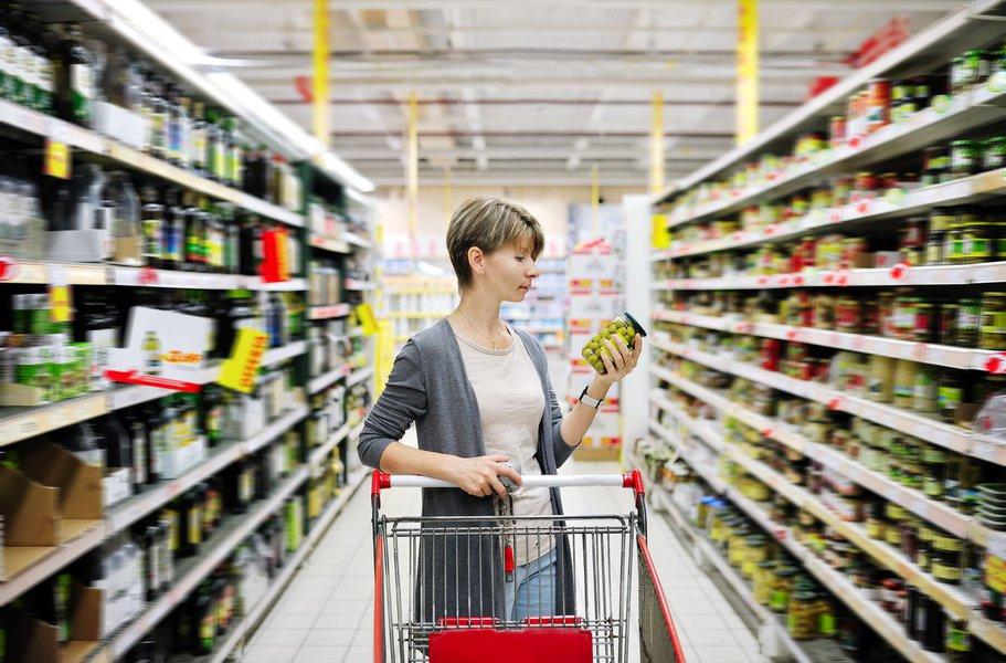 Pesquisa CNC aponta: intenção de consumo das famílias continua a refletir desaquecimento da economia