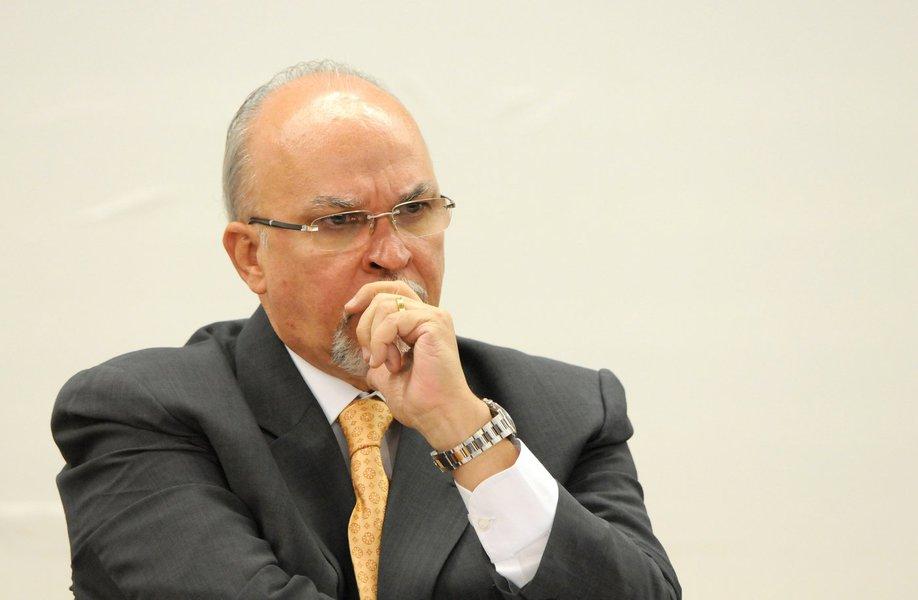 """Ex-ministro das Cidades, o deputado Mário Negromonte mais uma vez afirma que nunca recebeu dinheiro do doleiro Alberto Youssef; ele está sendo duramente criticado pela oposição na Assembleia Legislativa da Bahia por ter sido nomeado conselheiro do Tribunal de Contas dos Municípios; a minoria diz que ele não tem 'conduta ilibada', pré-requisito imprescindível para ingressar na corte; Negromonte, contudo, disse que se houvesse alguma """"mancha"""" em sua carreira política, """"jamais aceitaria"""" o cargo; sobre seu suposto envolvimento com Youssef, ele disse que é vítima de um """"massacre de parte da imprensa"""""""