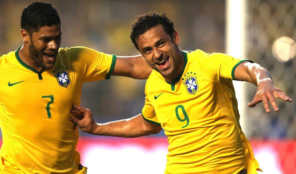 """Um a zero contra a Sérvia, no Morumbi, leva Seleção Brasileira a nove vitórias consecutivas; jogo transcorreu em clima de normalidade, apesar de atrasos na chegada do público ao estádio; camisa 9 Fred calou início de vaias ao marcar, aos 13 minutos do segundo tempo, o único gol do Brasil contra a Croácia; 67 mil lugares ocupados; arrecadação recorde de R$ 8,7 milhões; """"Temos de agradecer ao torcedor, que nos deu apoio integral"""", disse o técnico Felipão; """"Temos um ótimo cartão de visitas para o jogo contra a Croácia"""""""