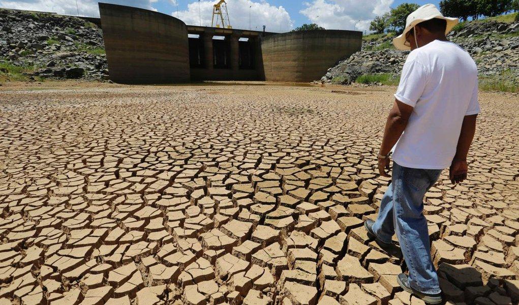 Previsão do tempo aponta chuvas significativas na cabeceira do Sistema Cantareira, no sul de Minas Gerais; reservatórios chegaram hoje a mais baixa histórica, de 16% da capacidade, menor nível registrado nos 39 anos de operação do sistema