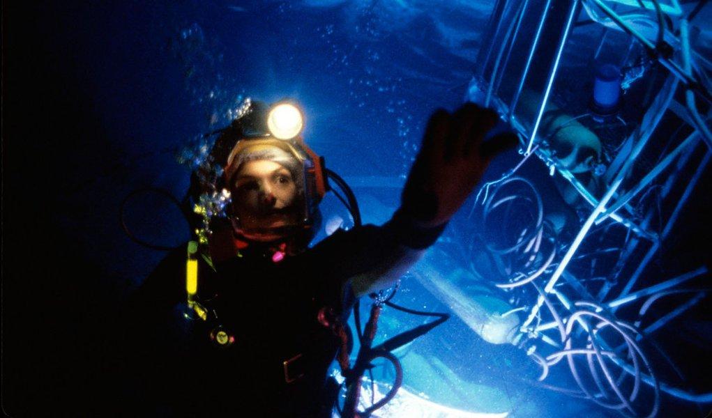 Dono de um extenso litoral, o Brasil começa – tardiamente – a pesquisar o leito marinho sob sua jurisdição, de olho nos recursos minerais. Os estudos mostram que há muito mais do que petróleo e gás para explorar no fundo do oceano