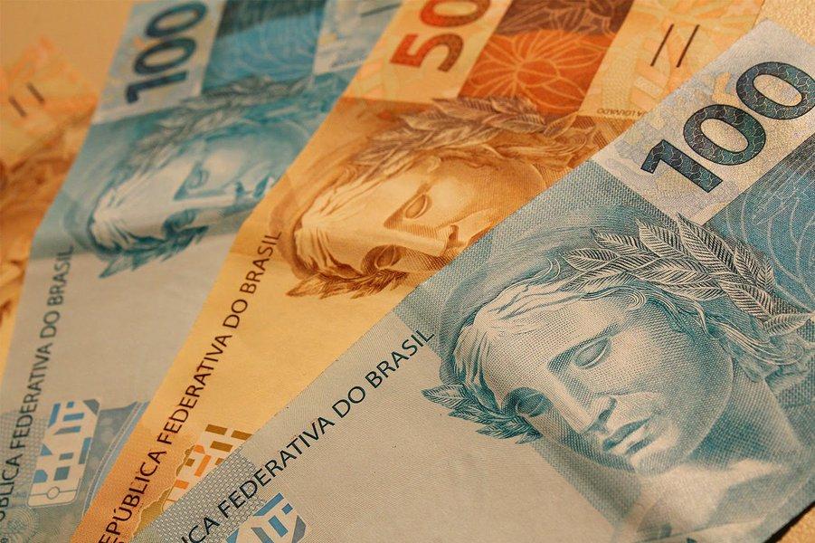 Primeira faixa do salário mínimo do estado passa de R$ 755 a R$ 810; a segunda vai de R$ 765 para R$ 820; novos valores começaram a valer desde o dia 1º deste mês; mínimo paulista é maior do que o nacional, reajustado para R$ 724