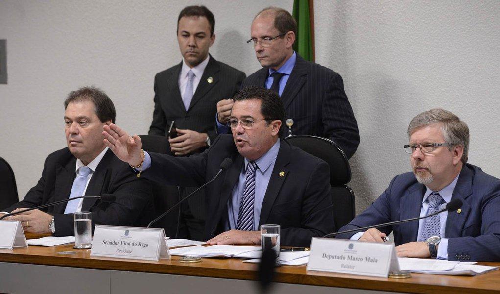 Parlamentares aprovaram nesta terça-feira plano de trabalho do relator, deputado Marco Maia (PT-RS),pedidos de acesso a documentos e informações ao Ministério Público, ao STF, à Polícia Federal e à Justiça Federal, entre outras instituições, além de pedido deacesso a todos os contratos da Petrobras com empresas que estejam relacionadas a algum dos quatro eixos de investigação da CPMI
