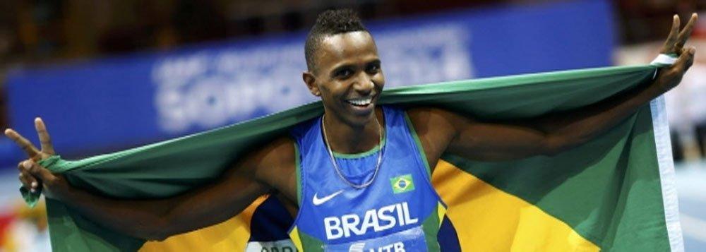 """Com a marca de 8m28, Marcus Vinícius da Silva conquistou na Polônia o bicampeonato mundial de salto em distância; """"Eu igualei meu melhor. Hoje eu saio o cara mais feliz do mundo"""", disse Duda"""