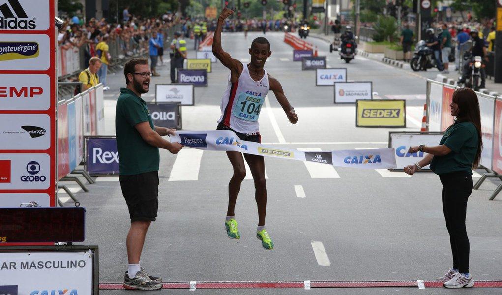 Tricampeã da Volta da Pampulha, a queniana Nancy Kipron venceu no feminino com o tempo de 51m58s;Sueli Pereira foi a melhor brasileira e terminou a prova na sexta colocação; na categoria masculina, a zebra correu longe e o favoritoEdwin Kipsang Rotich conquistou o bicampeonato; o brasileiro Giovani dos Santos ficou em quarto
