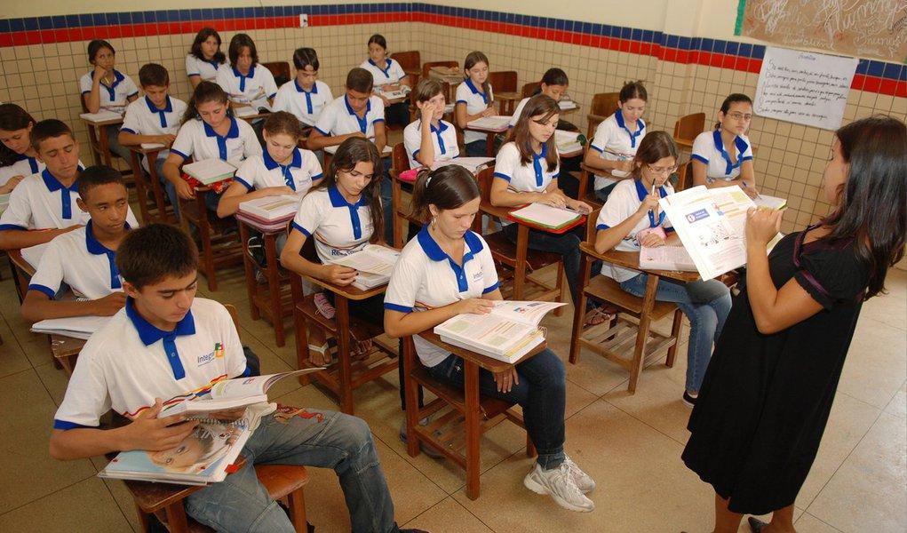 Números do Ministério da Educação (MEC) apontam Alagoas com o menor Índice de Desenvolvimento da Educação Básica (Ideb); média de Alagoas é a mesma divulgada em 2012: 2,6; para o Sindicato dos Trabalhadores na Educação, dados não surpreendem uma vez que nada foi feito pelo governo para modificar tal realidade
