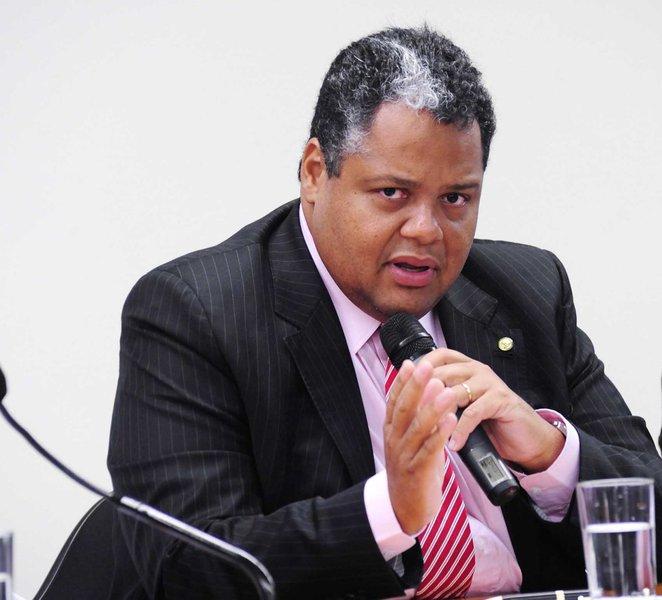 """Três das quatro lideranças maiores do PTB na Bahia, o presidente da legenda, Jonival Lucas; o deputado Antonio Brito (foto) e o vereador Edvaldo Brito debateram se posicionaram contra a união com o DEM; eles alegam que 'os dois partidos têm linha programática diferente e o PTB está na base do governo Rui Costa, enquanto o DEM é oposição'; """"A maioria da bancada federal é contrária à fusão"""", diz Antonio Brito; """"Acompanhei a caminhada do candidato Rui Costa e dois meses depois eu estou contra?"""", questiona Edvaldo"""