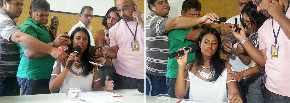 """Ex-primeira-dama Eliane Aquino concedeu coletiva de imprensa na manhã desta quinta-feira (6), em Aracaju, quando comprovou sua filiação ao Partido dos Trabalhadores, rechaçando assim as acusações feitas contra ela pela atual direção do PT no Estado; ela também demonstrou sua decepção com o presidente da legenda, o deputado federal Rogério Carvalho, e com a vice dele, a deputada estadual Ana Lúcia Vieira; """"De uma hora para outra, eu virei militante social e não petista. Como falei, o meu partido sempre foi o PT. A minha verdade é que sou filiada ao PT. Ninguém vai me tirar isso nunca. Podem dizer o que quiserem.A única coisa que peço é que me respeitem. Sou da paz. Não quero esse ódio para minha vida"""", afirmou"""