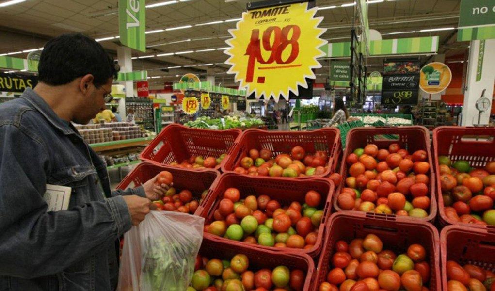 Expectativa de instituições financeiras para a inflaçãofoi mantida em 5,74% para este ano.Para 2014, houve redução de 5,85% para 5,80%, informa o Banco Central