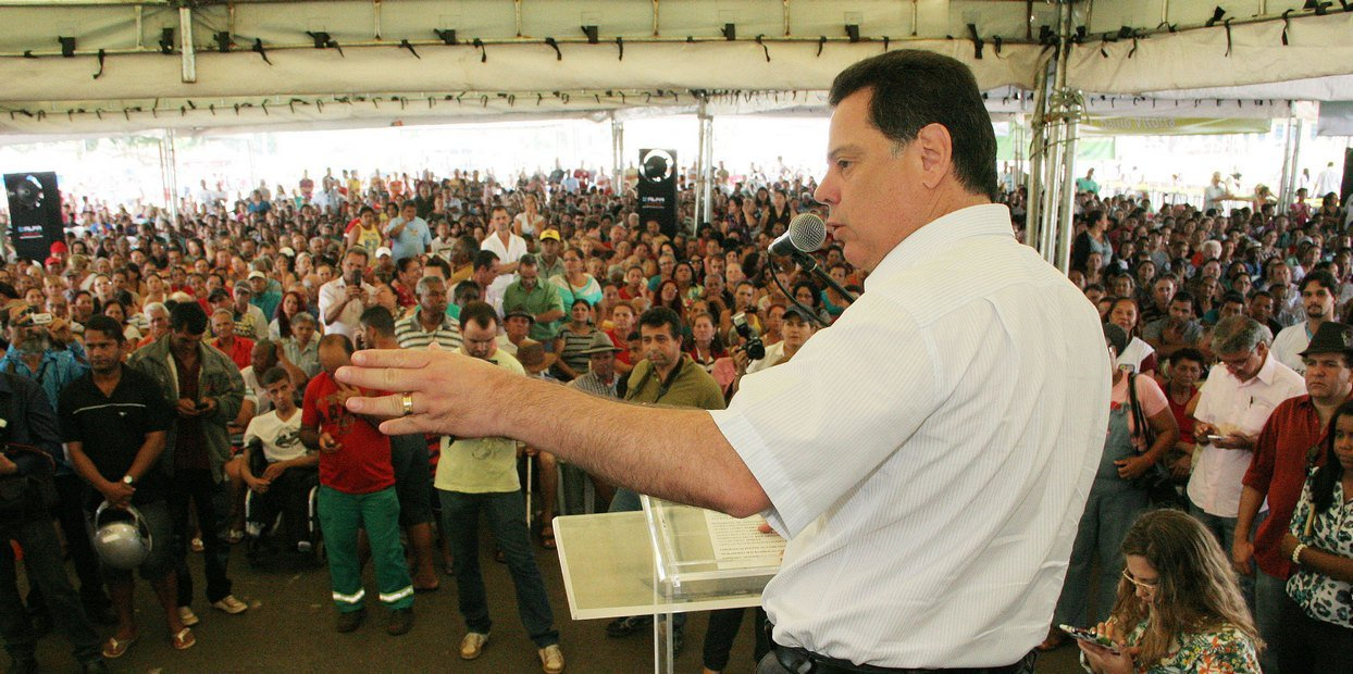Gvernador Marconi e Marcos Abr�o entregam Escrituras na regi�o Noroeste de Goi�nia. 28 12 2013, fotos: Walter Alves