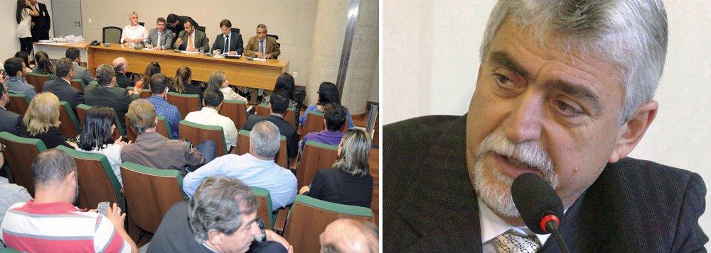 Com quatro votos favoráveis e uma abstenção, a Comissão Ética da Câmara acatou o parecer do relator, deputado Joe Valle (PSB), que recomendou a perda do mandato deRaadMassouh (PPL)por quebra de decoro parlamentar; o deputadoé acusado de participar de um esquema de desvio de recursos na Administração Regional de Sobradinho, em 2010