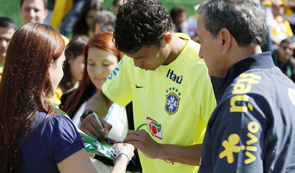O zagueiro e capitão da seleção brasileira Thiago Silva será poupado do amistoso de terça-feira contra o Panamá, em Goiânia, para dar continuidade a um tratamento de recuperação física, afirmou o técnico Luiz Felipe Scolari neste sábado