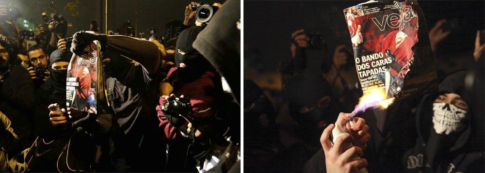 """""""Aqui não é vandalismo, Aqui é ideologia. Todo mundo veio do trabalho para cá. Vandalismo é a fila do SUS. Vandalismo é dirigir bêbado, dirigir e matar"""", disse um dos participantes do protesto, que acontece em São Paulo; os manifestantes queimaram o exemplar de """"Veja"""", que estampou em sua capa da semana passada uma reportagem sobre o movimento """"black bloc"""" no mundo; pedras foram jogadas contra o prédio da Abril"""