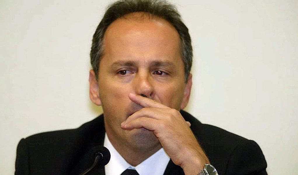 O ex-tesoureiro do PL Jacinto Lamas, condenado a cumprir cinco anos de prisão após condenação na Ação Penal 470, mais conhecida como escândalo do mensalão, entrou com um pedido junto ao Supremo Tribunal Federal (STF) para extinguir a pena com base no decreto do indulto de Natal assinado no final do ano passado pela presidente Dilma Rousseff; nesta terça-feira (3), o plenário do STF concedeu o indulto ao ex-deputado federal José Genoino (PT-SP), que também havia sido condenado na AP 470