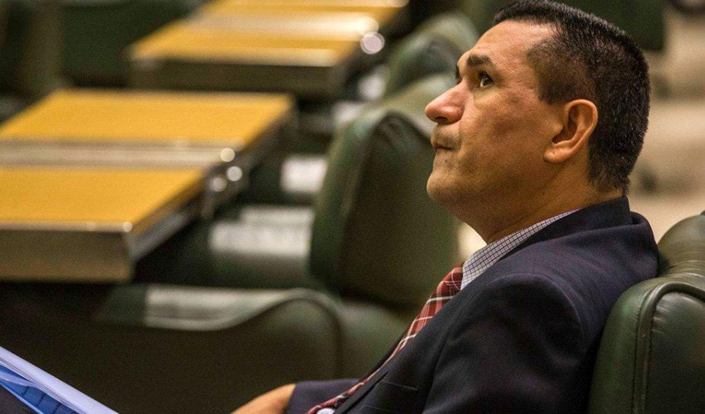 Dirigentes da sigla tentarão convencer o deputado estadual Luiz Moura, que participou de encontro com integrantes do PCC em março, a deixar o partido; caso contrário, prometem abrir processo de expulsão