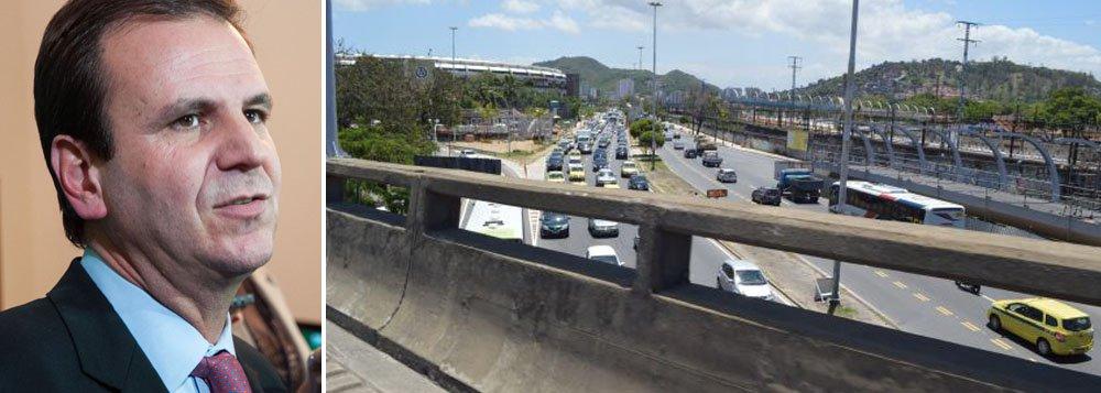 Motoristas enfrentam trânsito complicado em todo o entorno do Maracanã, na zona norte, uma vez que a operação envolve a interdição de um trecho da Radial Oeste, fechada ao tráfego desde a noite de ontem