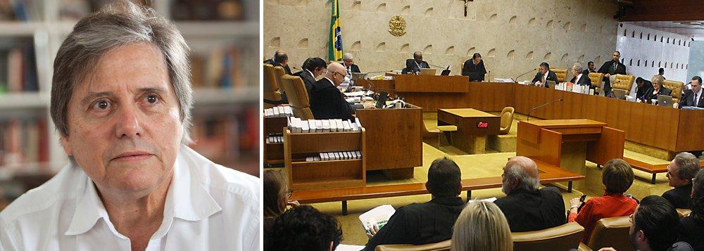 """Colunista da IstoÉ, jornalista Paulo Moreira Leite avalia que a proposta da OAB que prevê o fim de doações de empresas privadas em campanhas eleitorais """"ajuda a enfrentar o aluguel de nosso sistema político""""; segundo ele,o STF tem agora """"uma ótima oportunidade para dar uma contribuição efetiva para a melhoria do padrão de nossa democracia"""""""