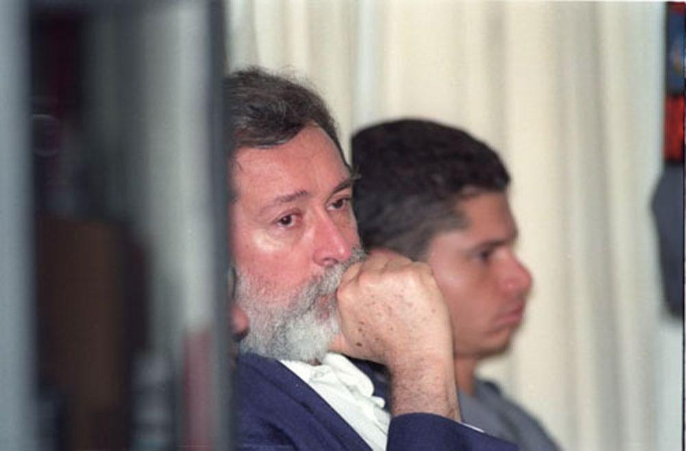 29/06/1997. Crédito: Tina Coelho/CB/D.A Press. Brasil. Brasília - DF. O economista José Carlos Alves dos Santos, acusado do assassinato de sua mulher Ana Elizabeth Lofrano em 1992, durante julgamento em Planaltina.