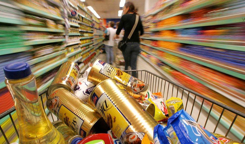 Índice de Preços ao Consumidor (IPC), medido na cidade de São Paulo, encerrou o ano de 2013 em alta 3,88%, ante uma elevação de 5,10% em 2012; a menor variação acumulada no ano foi registrada em habitação, com avanço de 1,96%