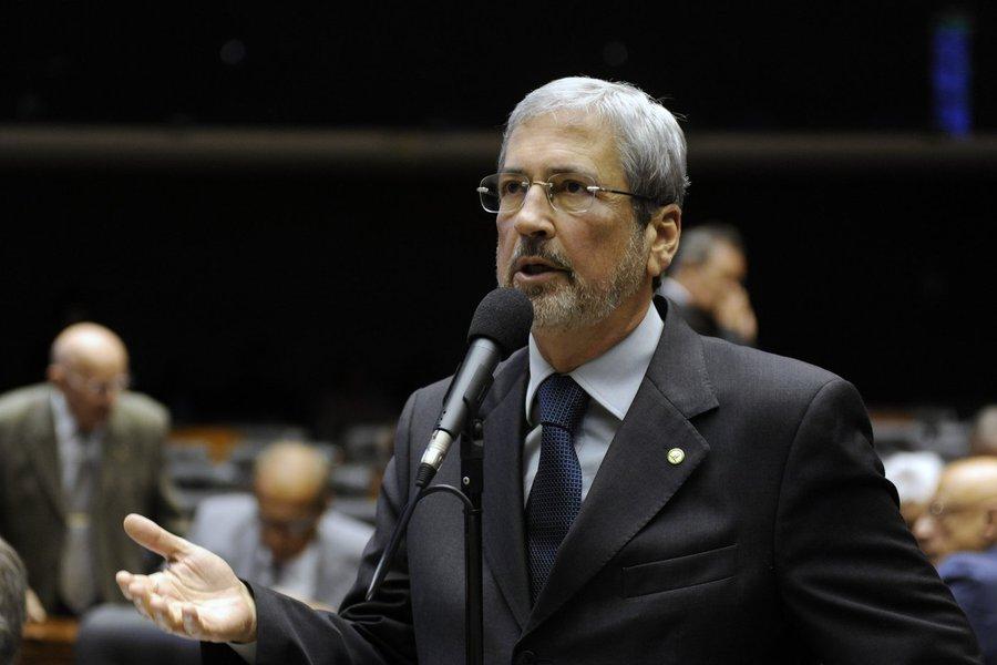 """Deputado Antonio Imbassahy (BA) diz que decisão da ministra Rosa Weber favorável a uma CPI exclusiva da Petrobras permitirá ampla investigação, oportunidade que o País espera; """"As coisas todas têm que ser passadas a limpo"""", afirmou; parlamentar avalia ainda que decisão é a consagração da preservação do direito da minoria; segundo ele, a presidente Dilma Rousseff """"está mandando"""" sufocar investigações das coisas equivocadas em seu governo, mas """"encontrou esse obstáculo no STF"""""""
