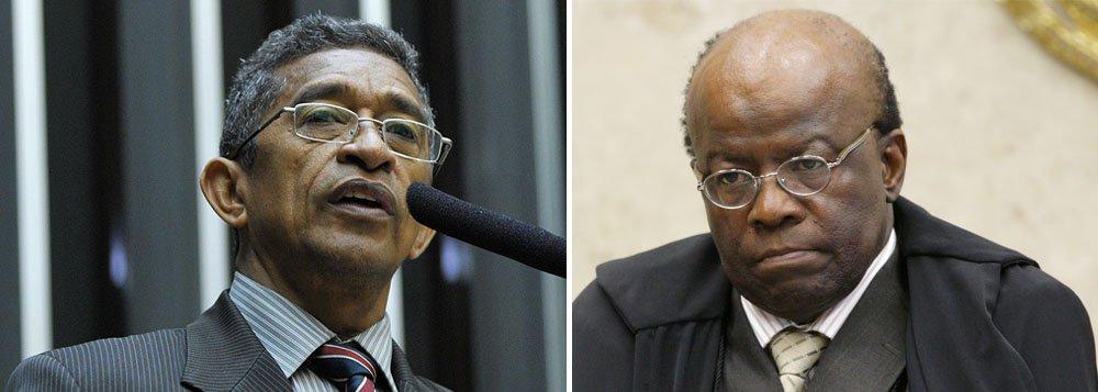 """Ao 247, deputado federal Vicentinho (PT-SP) avalia que decisão do Supremo Tribunal Federal de quinta-feira, que absolveu os réus pelo crime de formação de quadrilha, """"repara um pouco"""" o que chama de """"posturas equivocadas"""" da corte em um """"julgamento político""""; posicionamento do presidente do STF, Joaquim Barbosa, mostrou""""desrespeito à própria decisão do plenário"""", afirmou; Barbosa classificou o voto do ministro Luís Roberto Barroso de """"inapropriado"""" e acusou a maioria formada pela absolvição de ter """"reduzido a nada"""" o trabalho da corte; líder do PT também criticou arrogância dos ministros: """"tem alguns que pensam que são os amigos mais próximos de Deus, e outros que são Deus"""""""