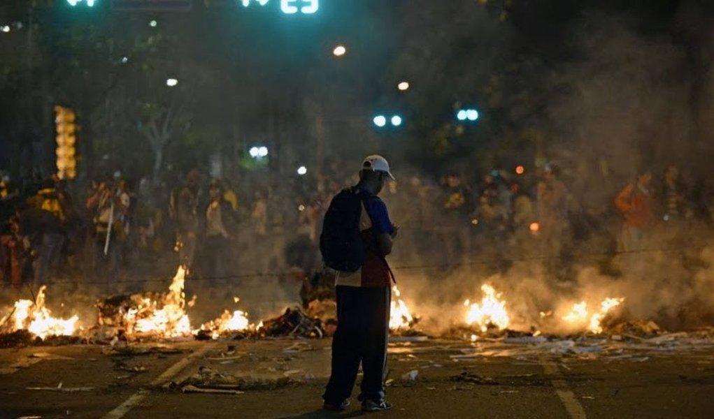 """""""O que começou como uma manifestação pacífica, na Venezuela, transformou-se em violência e caos. O direito ao protesto não é absoluto"""", declarou a procuradora-geral da República do país, Luisa Ortega Diaz, em reunião do Conselho de Nações Unidas para os Direitos Humanos, em Genebra, na Suíça, insistindo que """"os cidadãos têm o direito de se manifestar, de forma pacífica e sem armas"""""""