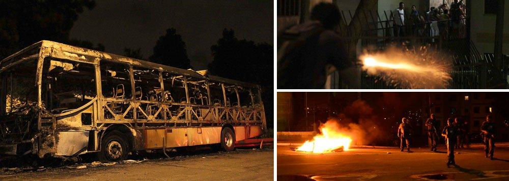 Grupo de 100 pessoas incendiou um ônibus no bairro Prestes Maia, zona leste da capital; Um homem com uma bomba e cinco rojões foi encaminhado ao 53º Distrito Policial e liberado em seguida; ele vai responder por incitação ao crime