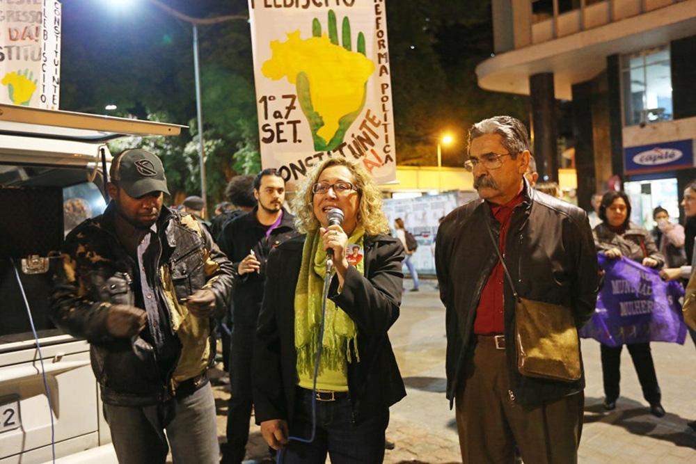 12/08/2014, PORTO ALEGRE, RS, BRASIL: Olívio participa de ato pelo Plebiscito Popular Constituinte/Reforma Política Foto: Emilio Pedroso/UPPRS