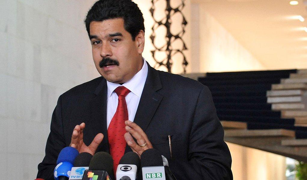 """""""Vamos iniciar, no âmbito da ofensiva global de produção, abastecimento e preços justos, com milhares de inspetores, uma jornada nacional de inspeção de todos os estabelecimentos comerciais do país, com vistas ao cumprimento da Lei de Preços Justos, para que sejam respeitados os preços dos bens de primeira necessidade"""", o presidente da Venezuela, Nicolás Maduro"""
