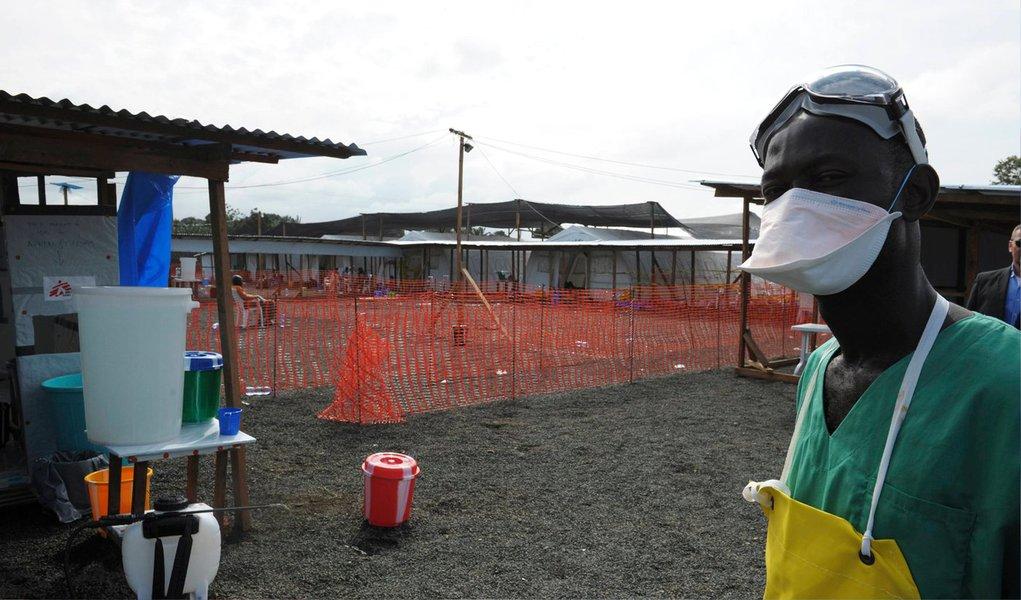 Diretora-geral da Organização Mundial de Saúde (OMS), Margaret Chan, revelou nesta quarta-feira, 3, em Washington, que a epidemia causada pelo vírus do Ebola está crescendo na África Ocidental; números divulgados mostram forte aumento da mortalidade, depois de, na semana passada, a organização ter notificado 1.552 mortes em 3.069 infectados; número de mortes provocadas pela epidemia - sem precedente, desde a aparição do vírus, em 1976, no antigo Zaire, hoje Congo - ultrapassou a totalidade de vítimas mortais de todos os surtos anteriores