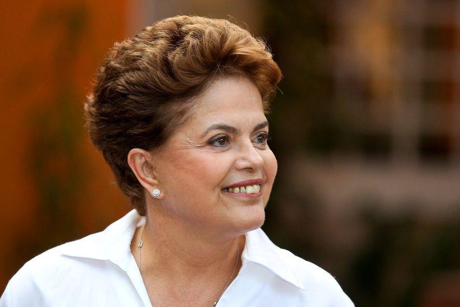 """Segundo a presidenta Dilma, que está no estado para visitar áreas afetadas pelas chuvas,o resultado do leilão do trecho da BR-040 DF/GO/MG, que teve deságio de 61,13%, """"é uma notícia fundamental para Minas e para o Brasil""""; """"É uma estrada toda mineira. Foi a estrada que teve mais concorrentes, oito empresas, e ganhou a Invepar, com um deságio de mais de 60%"""", disse"""