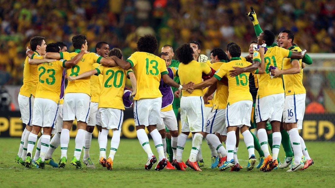 O motivo é a Copa do Mundo;Na fase inicial do torneio estão garantidos três jogos da Seleção Brasileira de Futebol em dias úteis: 12/6 (quinta-feira), 17/6 (terça-feira) e 23/6 (segunda-feira). Caso seja aplicada a Lei Geral da Copa e nossa seleção avance até a fase final da competição, serão mais quatro jogos, em dias em que os trabalhadores serão dispensados