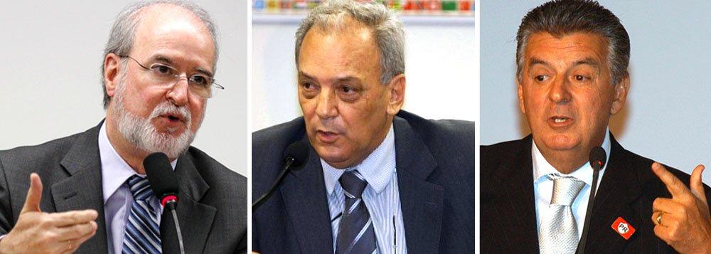 Claudio Mourão (centro), que foi o arrecadador da campanha de Eduardo Azeredo em 1998, completa hoje 70 anos; assim, ele fica livre de qualquer punição, porque o caso, em 16 anos, ainda não foi julgado; destino é semelhante ao de Walfrido dos Mares Guia (dir.), que foi vice-governador de Azeredo e deve ser o mesmo do ex-governador mineiro; como seu processo foi enviado à primeira instância, também não deverá ser julgado a tempo de puni-lo