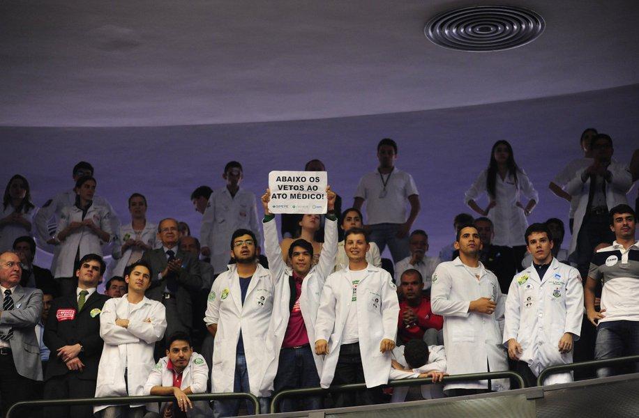 """Presidente da Federação Nacional dos Médicos (Fenam), Geraldo Ferreira, disse em nota que a categoria continuará a lutar por """"dignidade do exercício da medicina, condições de trabalho adequadas, remuneração justa e melhor financiamento da saúde pública"""""""