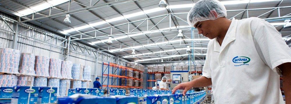 """Em janeiro de 2014 Sergipe registrou o maior crescimento do setor de emprego do Nordeste e o terceiro do país, 0,39%, com o volume de 1.142 contratações; no acumulado dos últimos doze meses, o destaque de Sergipe em nível nacional é ainda maior, tornando-se o estado em que o mercado de trabalho mais cresceu (5,04%), com 14.279 contratações;""""A política do Governo de Sergipe na atração de novos investimentos e no processo contínuo de acompanhamento dos projetos, já implantados, são fundamentais para a manutenção dos atuais empregos, bem como na geração de novos"""", diz o secretário de Desenvolvimento, Saumíneo Nascimento"""