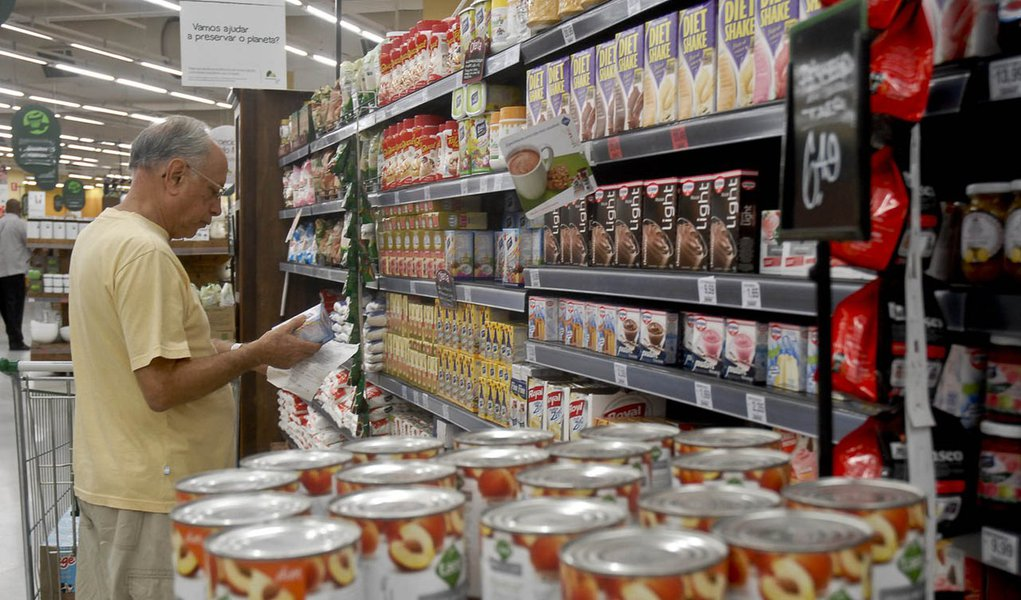 Índice Geral de Preços-Mercado (IGP-M) reduziu a queda a 0,27% em agosto depois de cair 0,61% em julho, com deflação menor no atacado mas com forte desaceleração da alta dos preços no varejo, informou a Fundação Getulio Vargas nesta quinta-feira