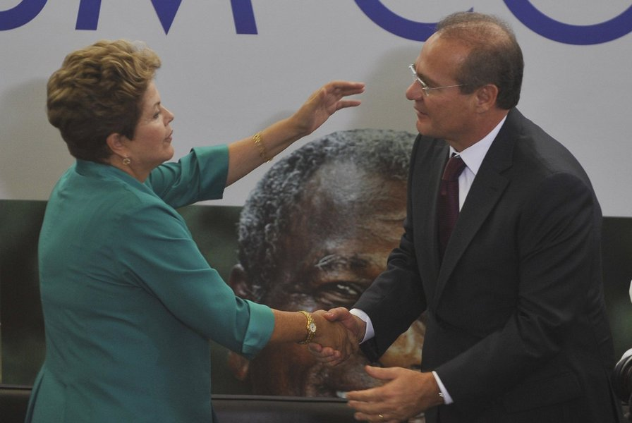O presidente do Congresso, senador Renan Calheiros (PMDB-AL), cumpriu uma missão que parecia impossível: construir uma relação harmoniosa com a presidente Dilma Rousseff, com quem terá reuniões semanais, a partir de agora. E o fez com a ajuda do ex-presidente Lula