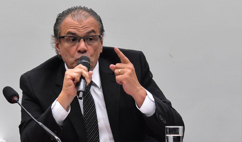 """O ex-gerente de Serviços da Petrobras Pedro Barusco, um dos delatores da Operação Lava Jato, disse, em depoimento ao juiz Sergio Moro, as grandes empreiteiras, investigadas no processo, concordavam em pagar propina pois """"julgavam que a situação era boa para elas""""; """"Elas se sentiam comandando o mercado, tinham encomendas e não queriam que as coisas mudassem. Era para manter aquele status quo. Eles recebiam tratamento especial por pagar propina"""", afirmou"""