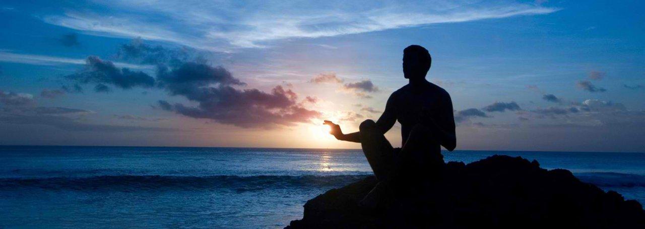 No início do século 20, o QI era a medida definitiva da inteligência humana. Só em meados da década de 90, a descoberta da inteligência emocional mostrou que não bastava a pessoa ser um gênio se não soubesse lidar com as emoções. Hoje, novas descobertas apontam para um terceiro quociente, o da inteligência espiritual. Ela nos ajudaria a lidar com questões essenciais e pode ser a chave para uma nova era também no mundo dos negócios