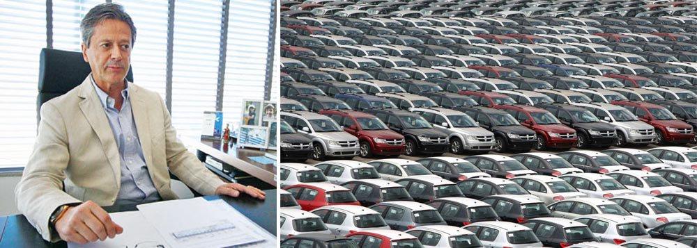 """""""Teremos mais dificuldades para a venda de automóveis e comerciais leves"""", prevê Alarico de Assumpção Júnior, presidente da Fenabrave; no entanto, pesar do recuo nas vendas em 2013, ele classificou como """"bom"""" o desempenho, lembrando que o resultado vem de uma base de forte crescimento e que o escoamento de mais de 3,5 milhões de unidades é algo que """"chega a ser invejável"""""""