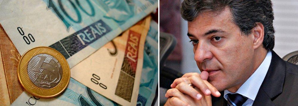 Em contradição ao endividamento e às alegações de falta de receita, o Estado do Paraná cresceu 49,68% de sua receita corrente líquida (RCL) nos últimos três anos; os dados correspondem aos três primeiros anos da gestão Beto Richa (PSDB), período em que a dívida estadual chegou a R$ 1,1 bilhão; dados fornecidos pela administração estadual à Secretaria do Tesouro Nacional (STN), a arrecadação tributária estadual aumentou de R$ 16,968 bilhões em dezembro de 2010 para R$ 25,398 bilhões em dezembro de 2013