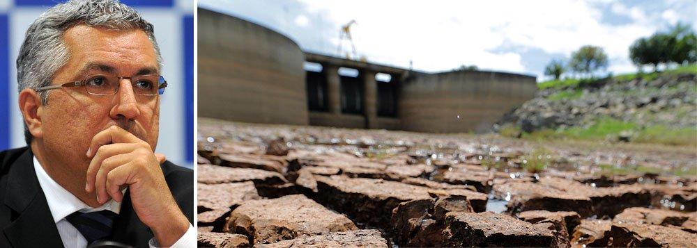 """Propaganda que o PT levará à TV a partir de quarta-feira (23) irá tratar da crise de abastecimento de água em São Paulo, na tentativa de desgastar o governo de Geraldo Alckmin (PSDB); pré-candidato a governador do PT, Alexandre Padilha, dirá que o governo paulista sabia """"há dez anos"""" da possibilidade de racionamento no setor hídrico, mas que """"nada fez"""" para resolver os possíveis problemas; tema é atual e de fácil compreensão; caso Alstom-Siemens e segurança ficarão para depois"""