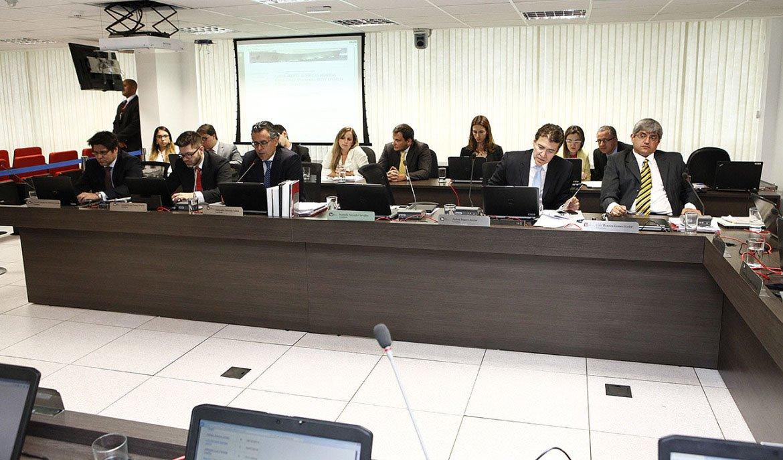 """Colunista Paulo Moreira Leite, diretor do 247 em Brasília, diz que plenário do Conselho Nacional do Ministério Público """"tomou uma atitude que merece um aplauso prolongado e vários momentos de reflexão""""; ele fala sobre o afastamento por 90 dias do procurador Davy Lincoln Rocha, do MP em Joinville (SC), que, """"em tom de provocação, divulgou pela internet um apelo às Forças Armadas, sugerindo uma intervenção militar no país""""; conselheiro Luiz Moreira, autor da iniciativa, alegou que Davy Lincoln """"utiliza de suas prerrogativas para manchar o regime democrático e a soberania nacional""""; trata-se de""""um bom exemplo para o País"""", diz o jornalista"""