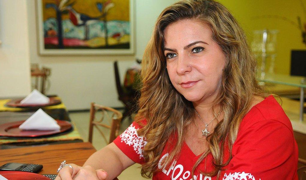 Se a tese da ex-prefeita de Fortaleza avançar, a presidente Dilma Rousseff (PT) teria a possibilidade de três palanques no Estado, com o candidato do governador Cid Gomes (Pros) e o senador Eunício Oliveira (PMDB)