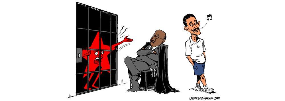 Enquanto o presidente do Supremo, Joaquim Barbosa, manda prender os petistas condenados na Ação Penal 470, o ex-deputado Roberto Jefferson continua livre, leve e solto, como lembra o cartunista Carlos Latuff