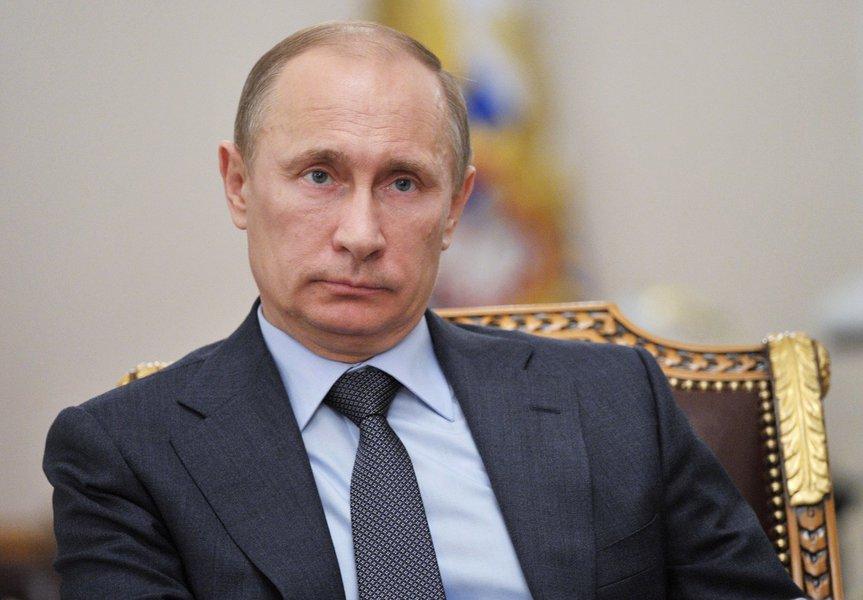 """O presidente russo, Vladimir Putin, advertiu hoje a União Europeia de que será difícil voltar ao mercado russo, depois de ele ser ocupado por empresas latino-americanas e asiáticas; """"O perigo para os nossos fornecedores tradicionais é que quando a empresa se instala em um mercado, neste caso o russo, afastá-la depois vai ser muito difícil, ou até impossivel"""", disse Putin em declarações à televisão pública do país"""