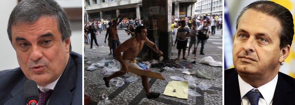 """Ministro da Justiça, José Eduardo Cardozo, rebateu os ataques pelo ex-governador de Pernambuco e presidenciável pelo PSB, Eduardo Campos, que taxou o governo federal de ser omisso no que diz respeito à segurança pública; """"É uma crítica injusta, mais por razões eleitoreiras do que por convicção, porque ele sabe que não foi assim que aconteceu, inclusive quando ele era governador"""", disse; """"Recentemente tivemos uma greve da polícia em Pernambuco e nós estivemos lá, com as Forças Armadas"""", acrescentou; segundo Campos, """"o governo federal corre deste tema de segurança, se omite"""""""