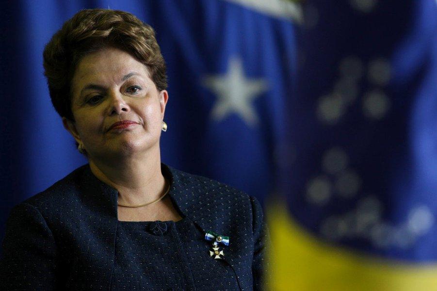 Já passou da hora do PT, da presidenta Dilma, responder à altura e com as armas que dispõe a todas as inverdades, escândalos e atrocidades que tem sofrido em plena democracia