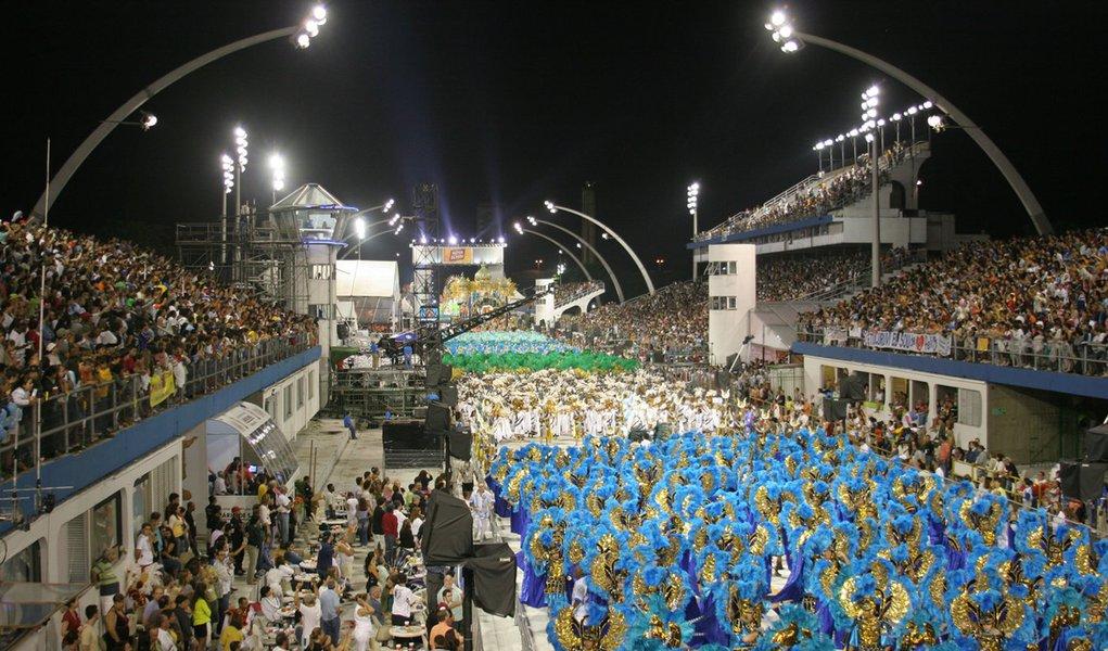 Escolas de samba do Carnaval 2014 começam a desfilar às 23h15 desta sexta-feira 28 nosambódromo do Anhembi, na zona norte da cidade de São Paulo