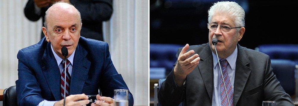 """""""Capital é importante mas não pode mandar no mundo. Os interesses de empresários são divorciados do Brasil. O petróleo é o mais importante bem da natureza e já mostramos à exaustão que a Petrobras pode operar o pré-sal"""", afirmou o senador Roberto Requião (PMDB-PR), que contestou o requerimento de urgência para o texto ir à votação sem passar por comissões; """"Sou pelo monopólio absoluto do petróleo. O Senado não vai fazer essa gaiatice com o Brasil. Estamos defendendo o país e não os negócios de meia dúzia"""", disse"""